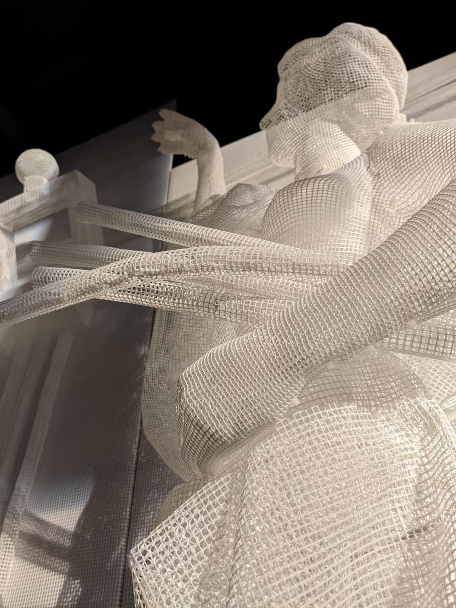 Художники работали со всевозможными материалами — от мрамора и пластика до искусственного интеллекта / Фото: Владимир Коваленко