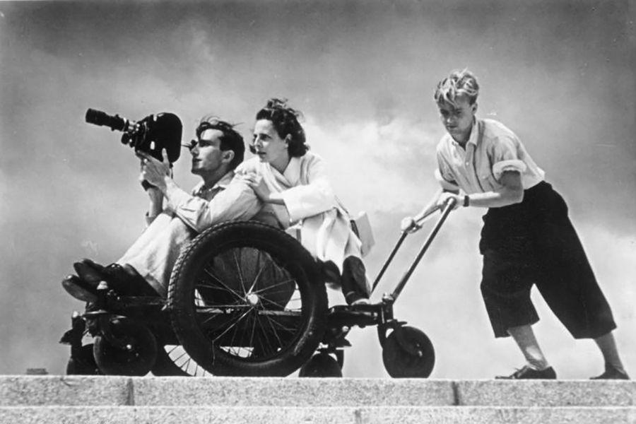 Немецкий режиссер Лени Рифеншталь с помощниками на съемках фильма «Олимпия», 1936 г.